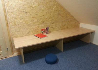 Podkroví - stoleček